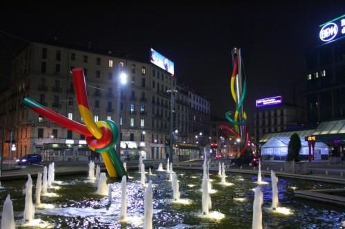 La fontana che ha diviso in due i milanesi...