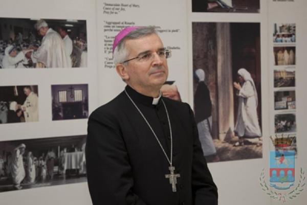 """Mons. Castoro: """"Siamo sconvolti da questo vortice di violenza che sta prendendo Vieste"""""""